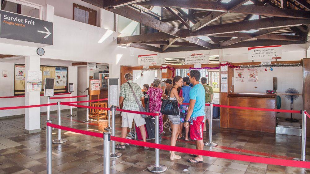 """ファアア国際空港からその他の島々へのアクセス"""""""