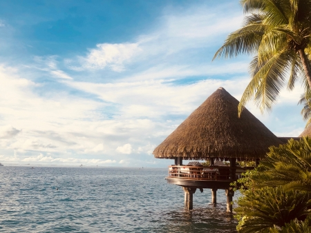 タヒチ島 モーレア島を臨む水上レストラン「Le Lotus」