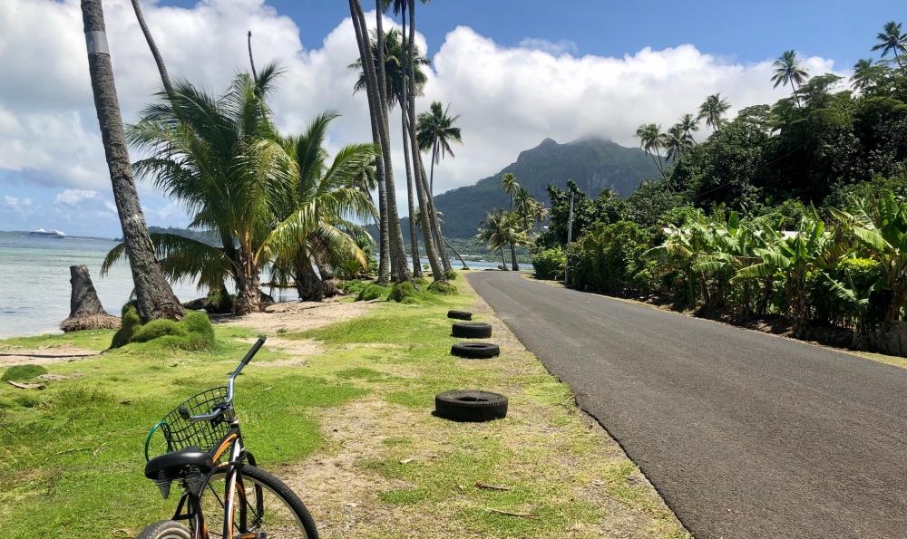 """ボラボラ島で絶景を眺めながら、レンタサイクル"""""""