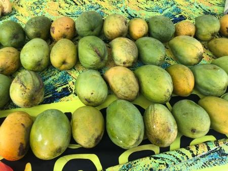 <ボラボラ島ヴァイタペで見つけたとっても甘いマンゴーの屋台>